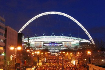 Wembley_Stadium,_illuminated