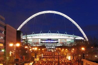Wembley_Stadium,_illuminated